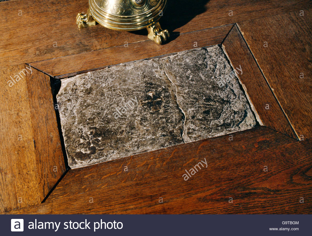 portable-stone-altar-390mm-x-240mm-in-the-holy-trinity-chapel-of-st-G9TBGM