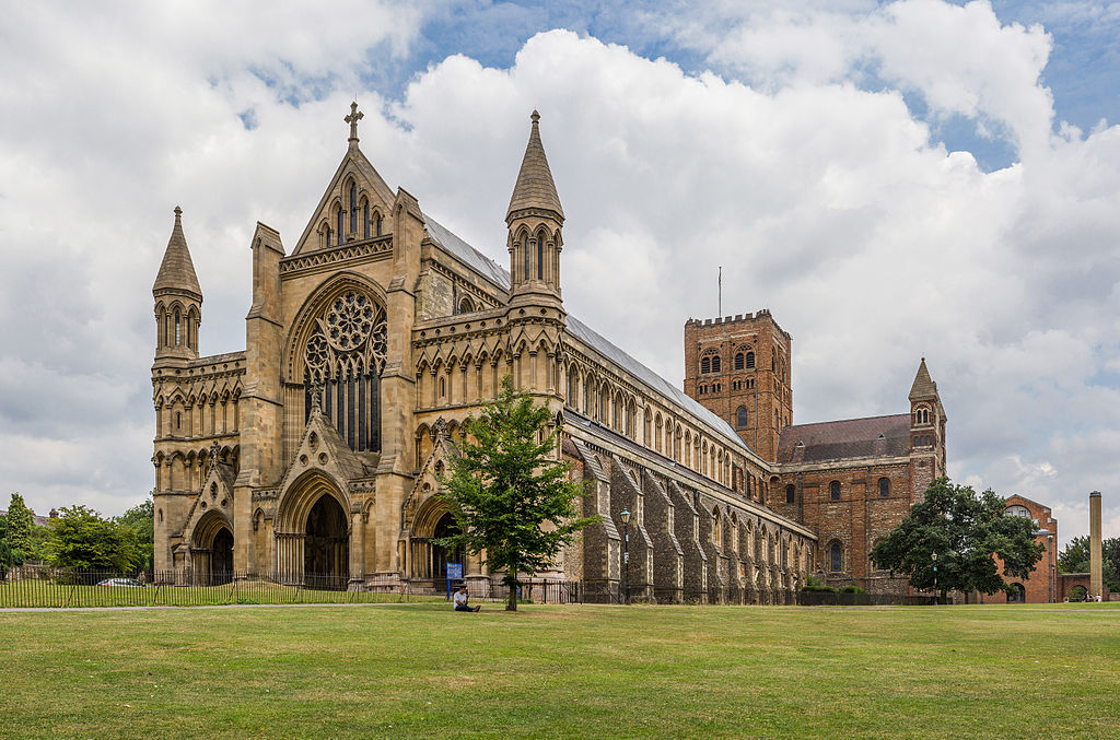 St_Albans_Cathedral_Exterior_from_west_Herfordshire_UK_-_Diliff